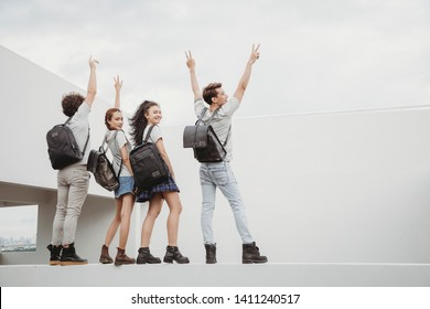 Everyone goes home from school