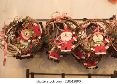 Everythig you need to create the Cristmas decorations.