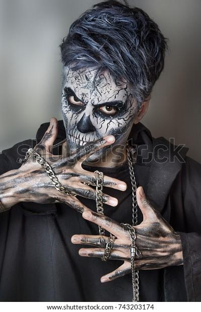 Halloween Schminke Deutsch.Evil Guy Halloween Make Chain On Stock Photo Edit Now 743203174