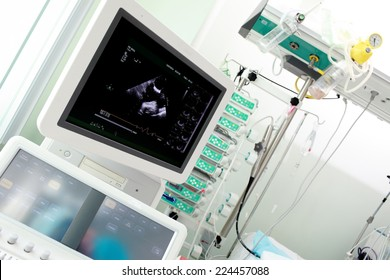 Examination of the heart using ultrasound machine in the ICU