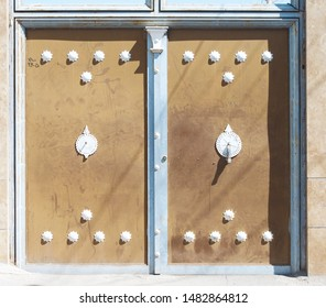 Example of doors knobs in Iran.Different knobs for different guests:a heavy,thick knob for men;a lighter,more slender and dainty for female.Inside people can decide who going to open door.Persian art