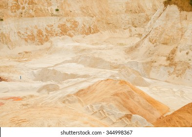 Excavation of pure quartz sands for glass and ceramics industry