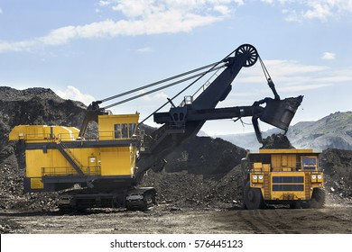 excavator, digging for brown coal, Russia, Kuzbass, extractive industry