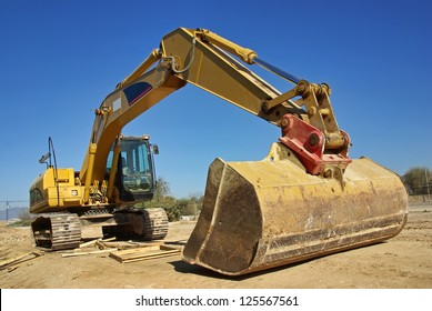 excavator heavy vehicle used in construction industry