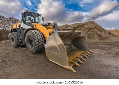 Excavator moving gravel and stone in a quarry