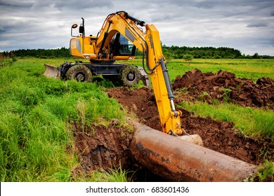 An excavator on the gas pipeline performs excavation work.