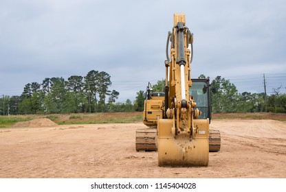 An excavator sitting at a construction site.