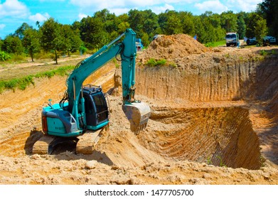 Excavators in the work process will dig the soil. Working on the durian gardening profession