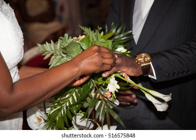 Exchange of rings between african bride and groom