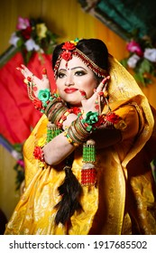 Exclusive pose by a bangladeshi bride in her wedding