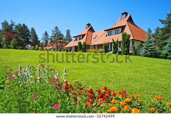 Exclusive Suburban House On Top Hill Buildings Landmarks Stock Image 32742499