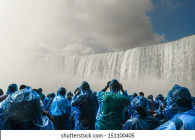 Excursion under Niagara Falls