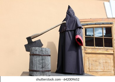 The executioner at block with axe