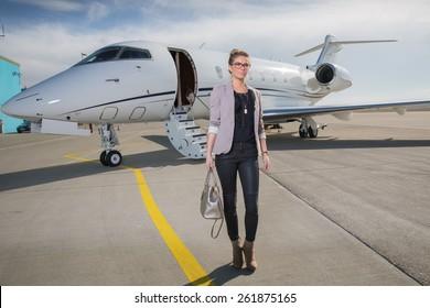 A executive business woman leaving a plane