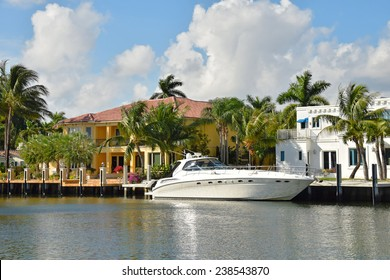 Ex[ensive yacht and waterfront homes in Fort Lauderdale, Florida