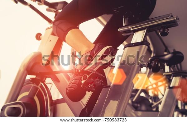 femmina di allenamento palestra perdita di peso