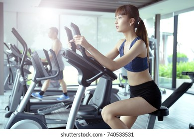 Exercise in the gym, women want to have a beautiful body with fitness.