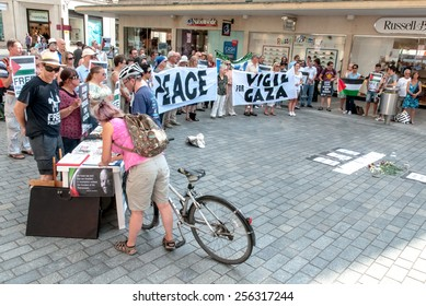EXETER, ENGLAND - JULY 15, 2014: The Peace Vigil for Gaza and people signing petitions in Exeter's Princesshay Square.