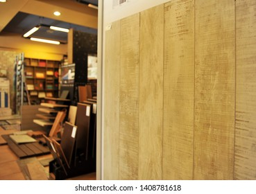 Exhibitor of ceramic materials for construction, storehouse of porcelain stoneware for pavements