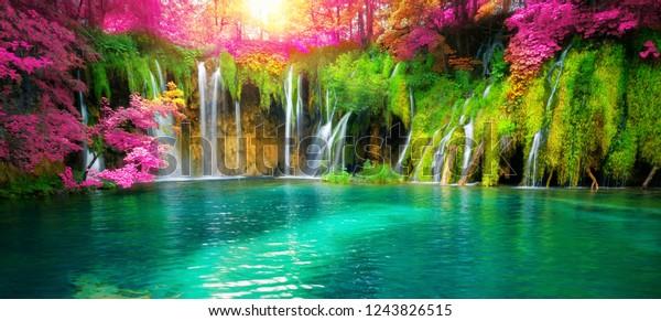 Экзотический водопад и панорама озера Плитвицкие озера, природное всемирное наследие ЮНЕСКО и знаменитое туристическое место Хорватии. Водопад расположен в центральной Хорватии (собственно Хорватия).