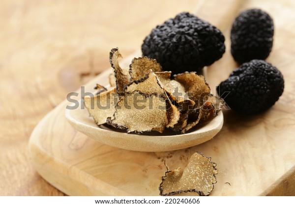 costoso raro fungo tartufo nero - verdura gourmet