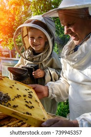 An experienced beekeeper transfers knowledge of beekeeping to a small beekeeper. The concept of transfer of experience
