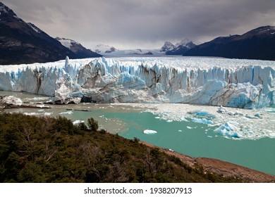 Expert Moreno Glacier in Patagonia, Argentina