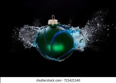 An exploding bauble