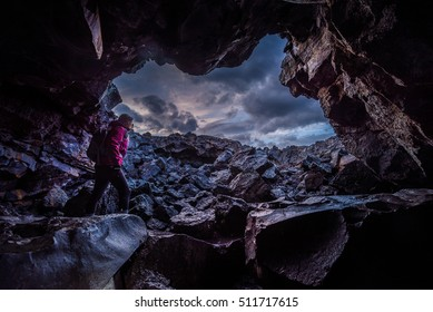 Exploring Dewdrop Cave Craters of the moon National Idaho