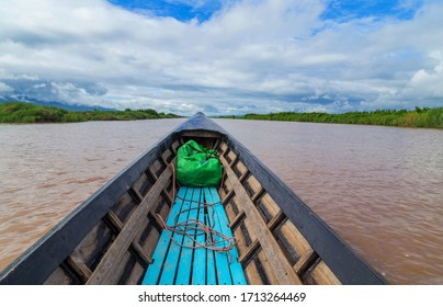 Exploring and discovering the Inle lake in Myanmar from an old and rusty boat