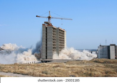 Explosion demolishing a city building