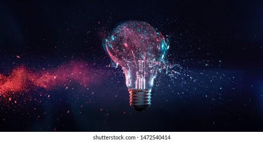 Explosion einer Glühlampe im Augenblick des Aufpralls. Hochgeschwindigkeits-Fotografie.