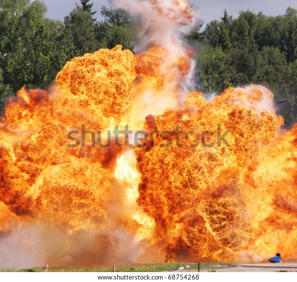 Explosion a flame
