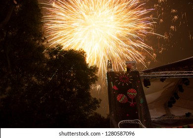 Explosion in yellow of fireworks in Mexico City