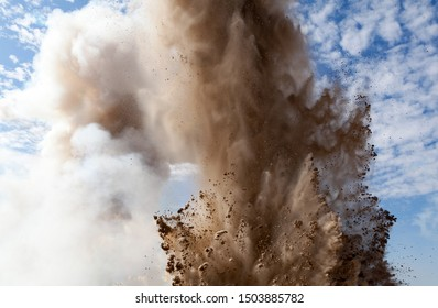 砲弾や花火から爆発。 避難所から見る。