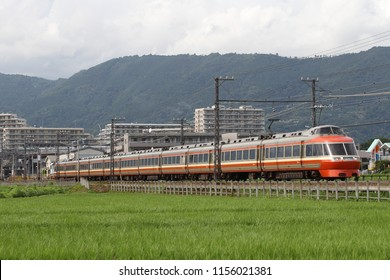 It is an express train that connects from Shinjuku, Tokyo Metropolitan Government, to Hakone Yumoto in Kanagawa Prefecture, by Odakyu 7000 series train.