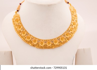 Exquisite party wear Indian style floral design gold choker