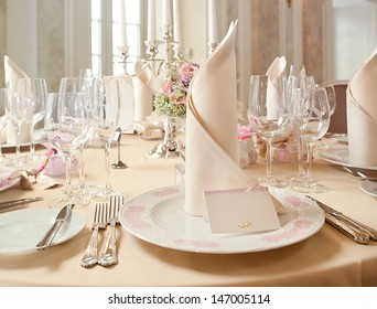 Exquisitely decorated wedding table with bouquet of roses