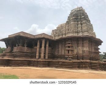 Extensive, articulate 1000 pillar temple