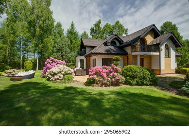 Exterior of detached house with beauty garden