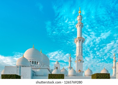 Exterior photo of the sheikh zayed mosque with it's beautiful architecture