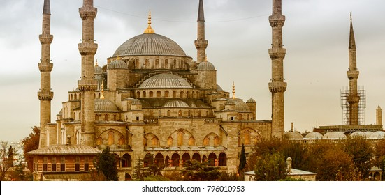 Exterior view of Blue Mosque on a beautiful evening, Istanbul.