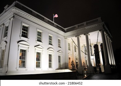 Exterior view of the main entrance of the White House in Washington DC, in Christmas 2008
