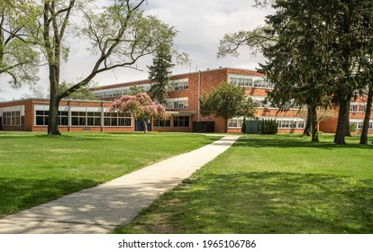 Exterior view of a typical American school