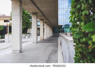 External concrete expose corridor design