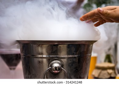 Extra cold bucket with vapor