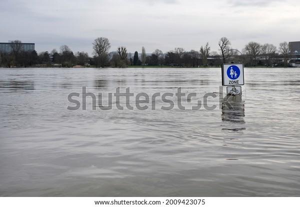 Clima extremo: Zona peatonal inundada en Colonia, Alemania