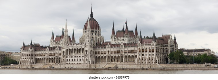 Extremely high resolution panorama of House of Parliament in Budapest, Hungary
