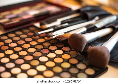 Eye shadow palette in natural colours and make up brushes