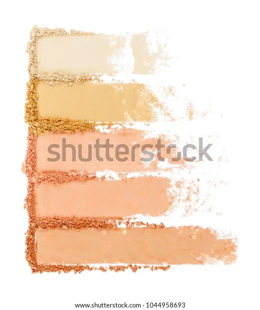 白い背景にアイシャドウパウダーセット。化粧粉。